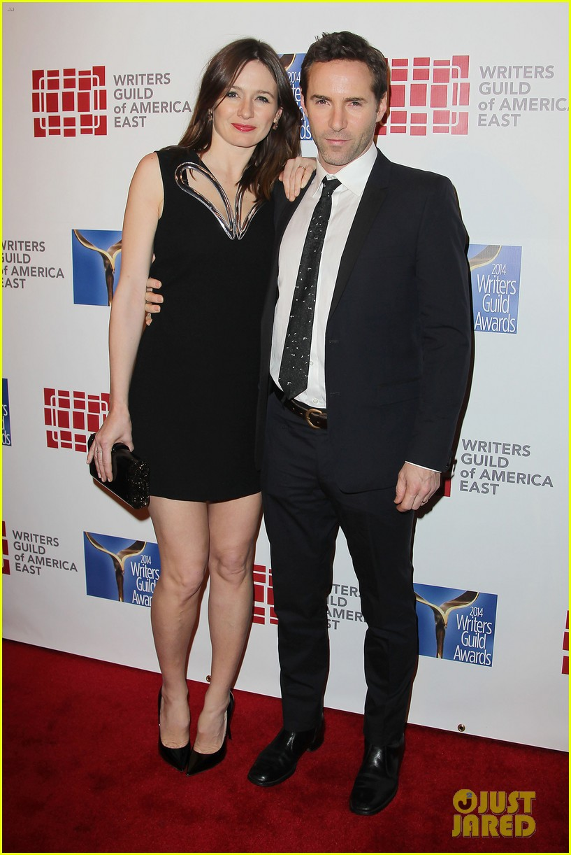 keri russell emily mortimer writers guild awards 2014 053045915