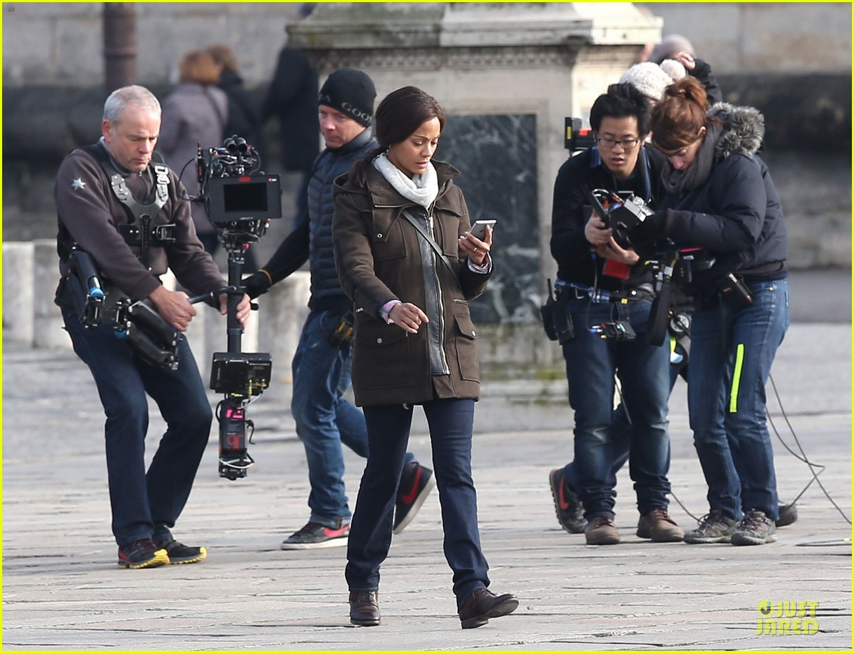 zoe saldana bundled for rosemary baby set 133045312