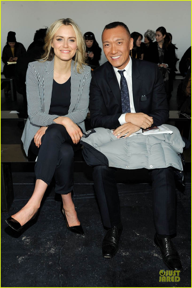 taylor schilling caitlin fitzgerald theory fashion show 023050980