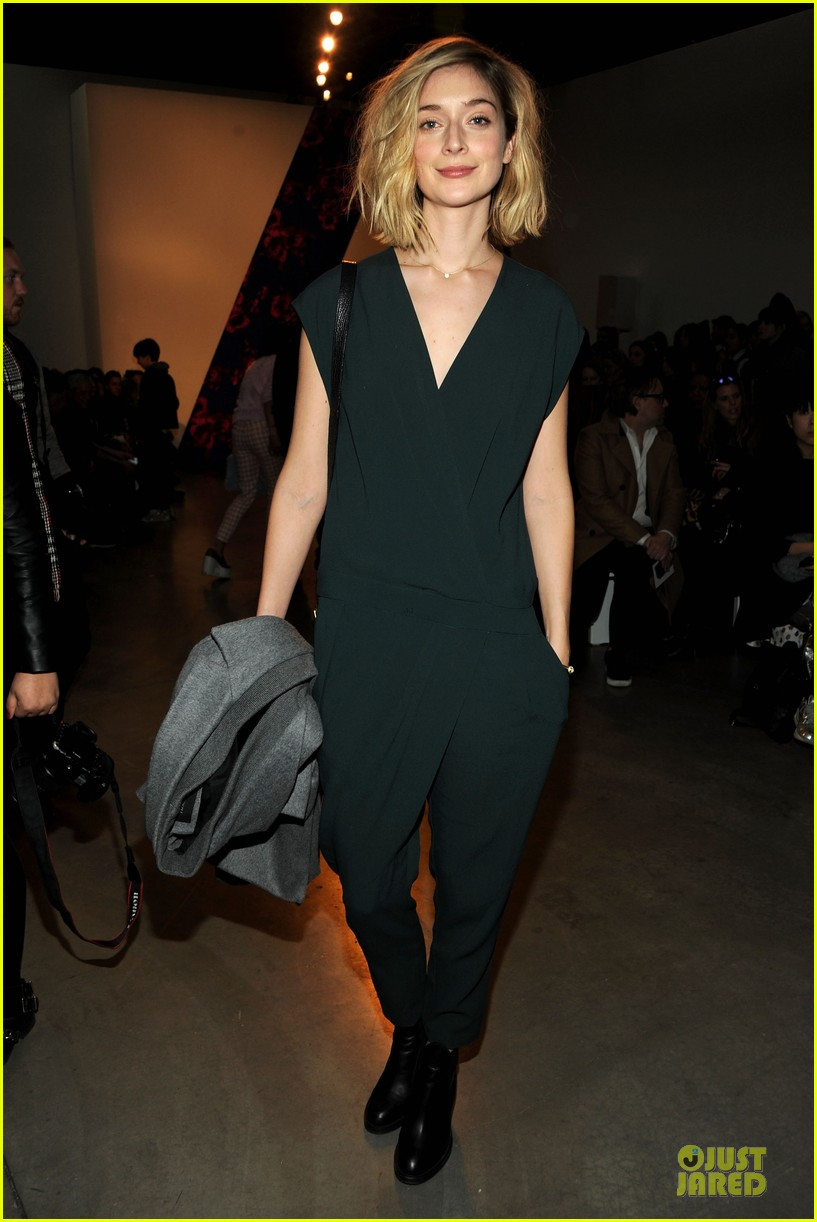 taylor schilling caitlin fitzgerald theory fashion show 053050983