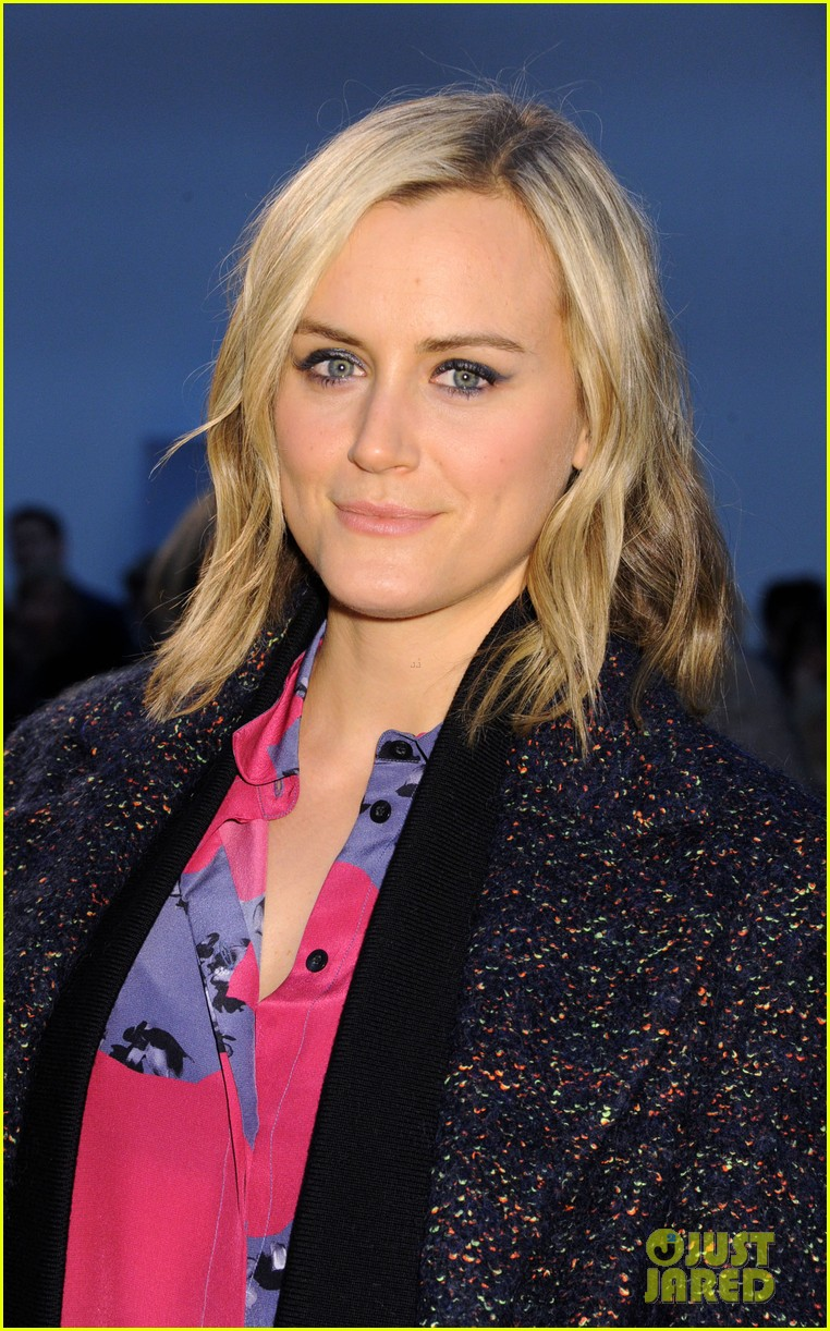 taylor schilling thakoon fashion show 043050449
