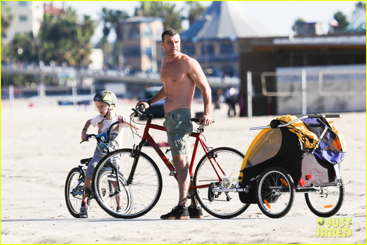 liev schreiber bares hot shirtless bod for family bike ride 023045861