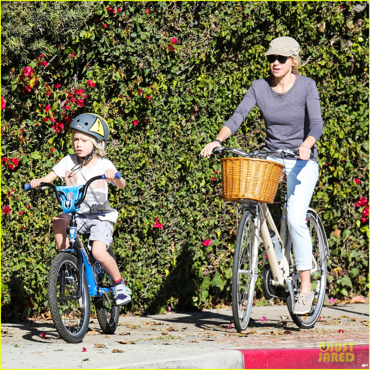 liev schreiber bares hot shirtless bod for family bike ride 233045882