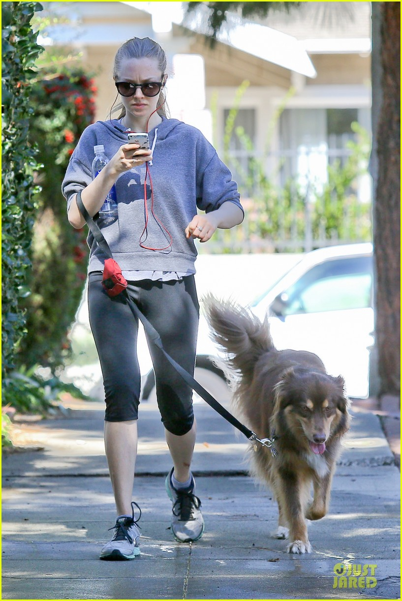 amanda seyfried finn likes to scope out talent at the beach 023047033