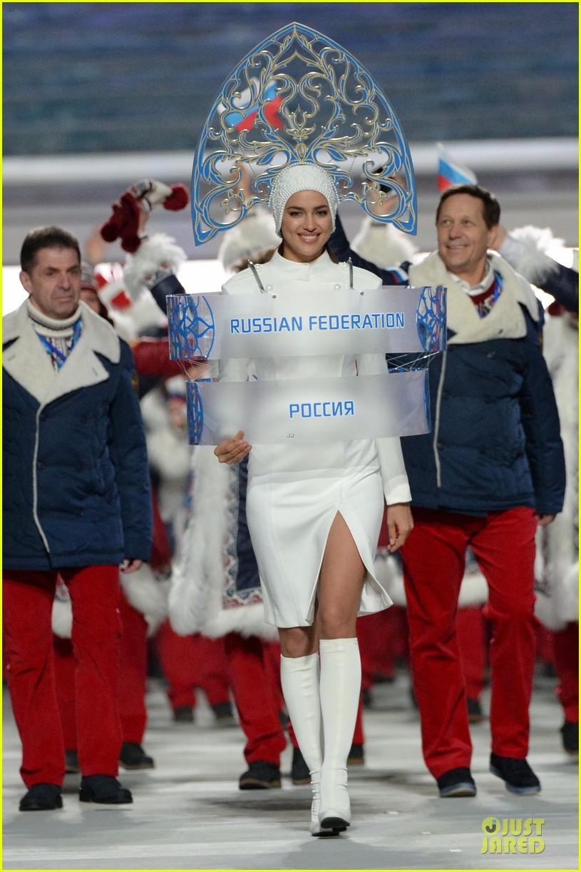 maria sharapova irina shayk sochi olympics 2014 opening ceremony 03