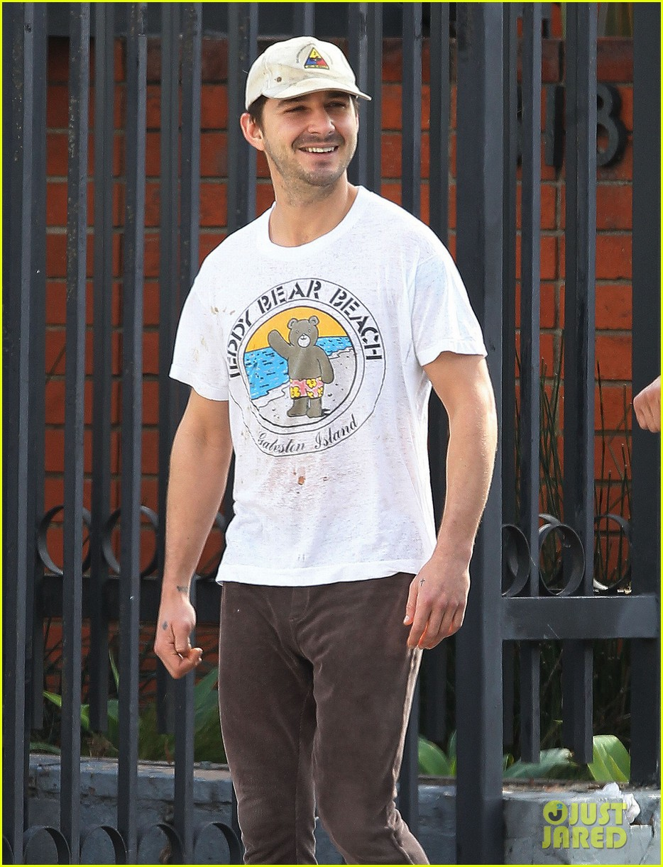 shia labeouf shows a smile before his workout 043062245
