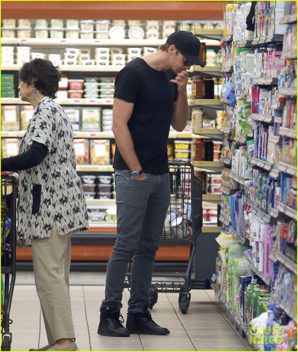alexander skarsgard starts his day off with grocery shopping 05