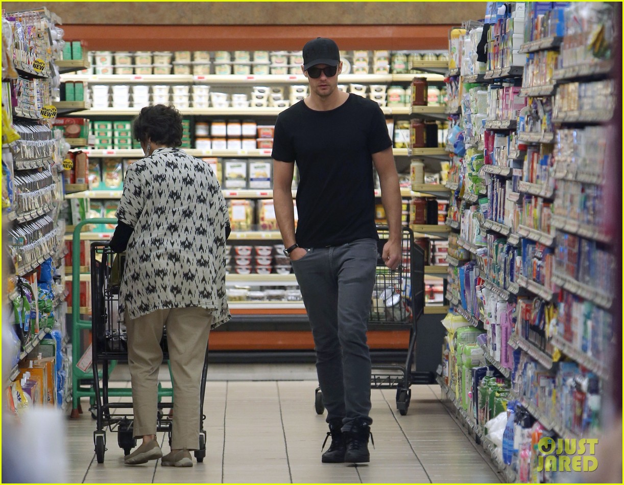 alexander skarsgard starts his day off with grocery shopping 103058110