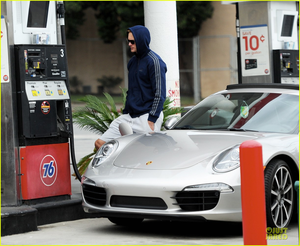 alexander skarsgard hides under a hoodie at gas station 063049220