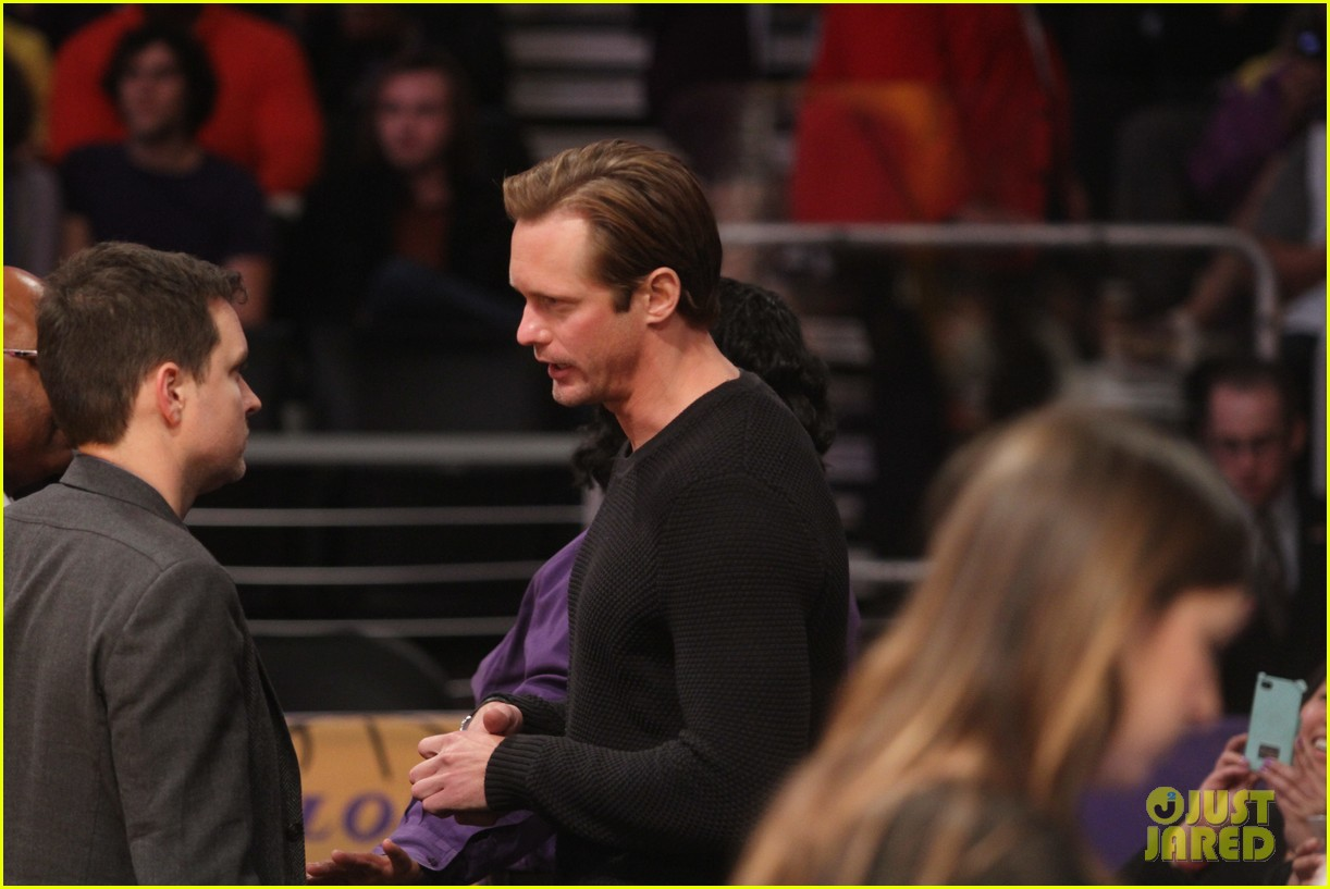 alexander skarsgard sits courtside for the lakers game 053052109