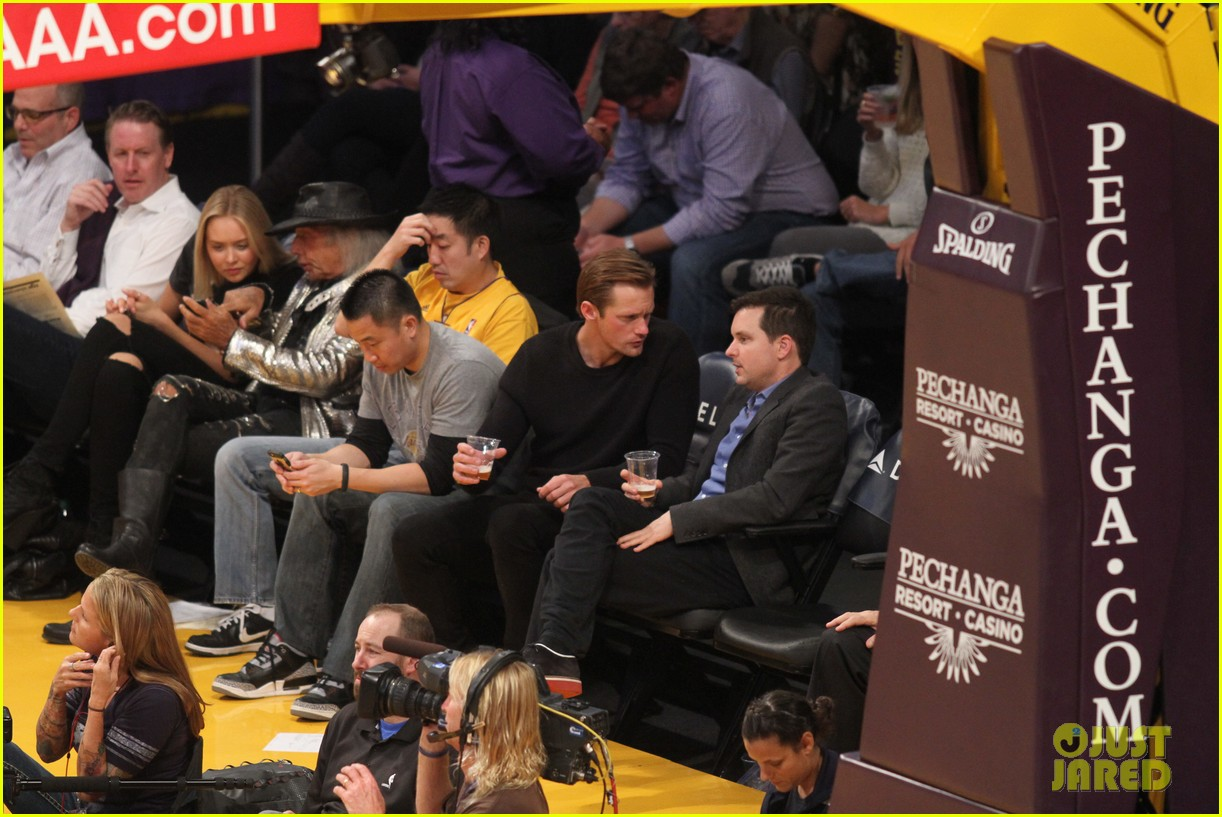 alexander skarsgard sits courtside for the lakers game 063052110