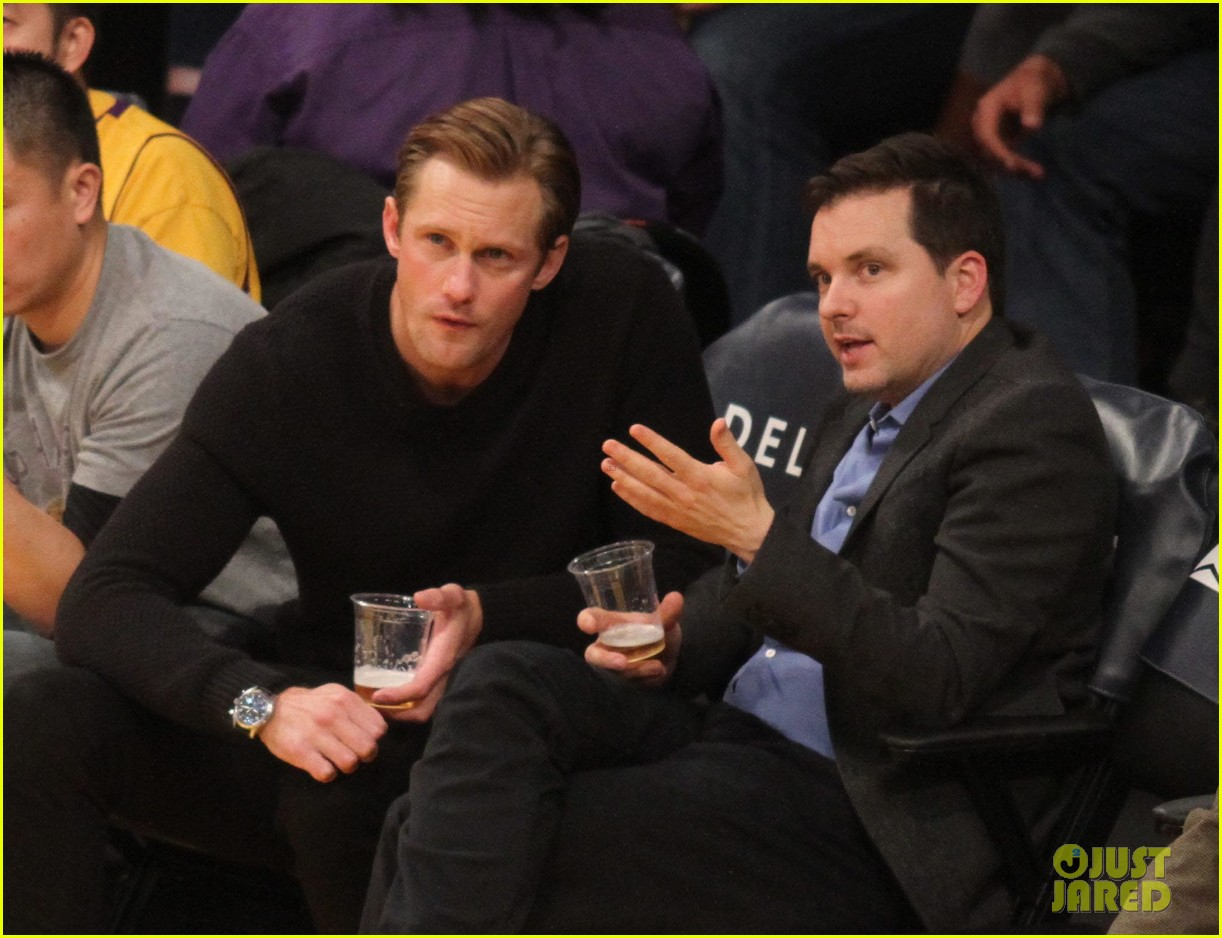 alexander skarsgard sits courtside for the lakers game 083052112