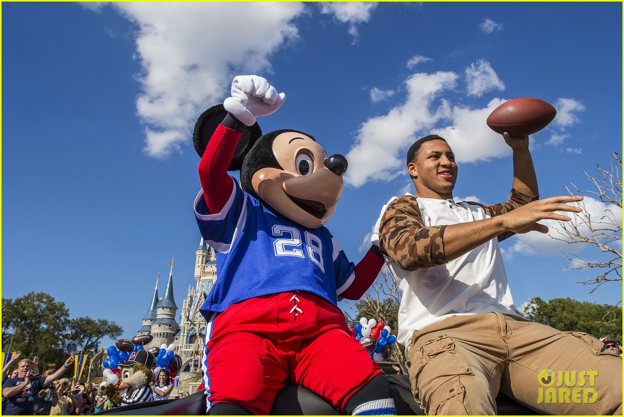 super bowl mvp malcolm smith visits disney world after big win 203047012