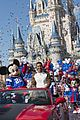 super bowl mvp malcolm smith visits disney world after big win 09