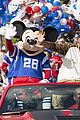 super bowl mvp malcolm smith visits disney world after big win 39