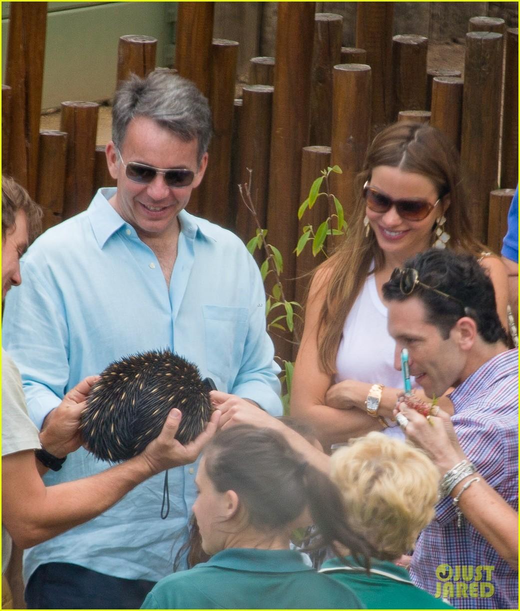 sofia vergara nick loeb sydney zoo trip with modern family co star 033059262