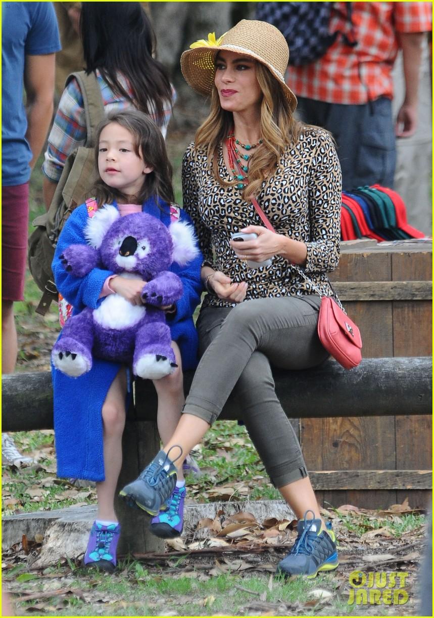 sofia vergara nick loeb sydney zoo trip with modern family co star 053059264