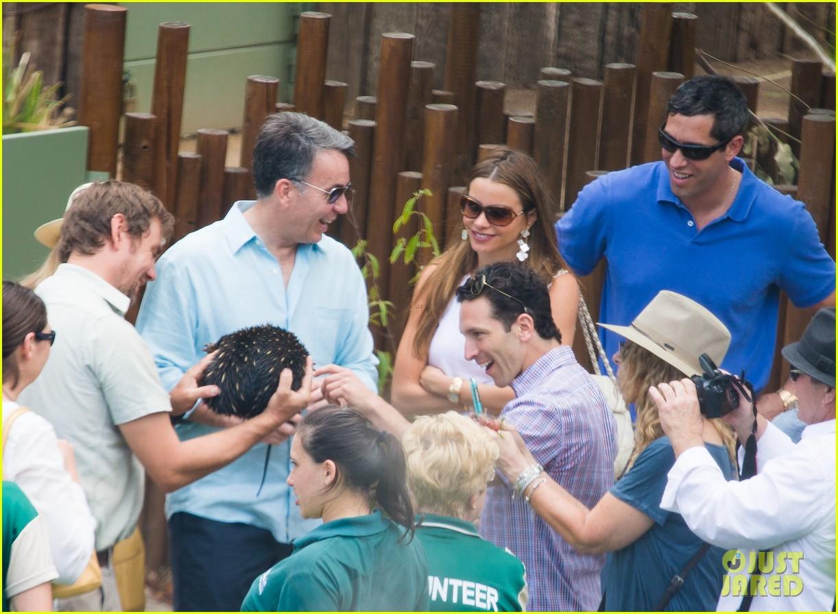 sofia vergara nick loeb sydney zoo trip with modern family co star 073059266