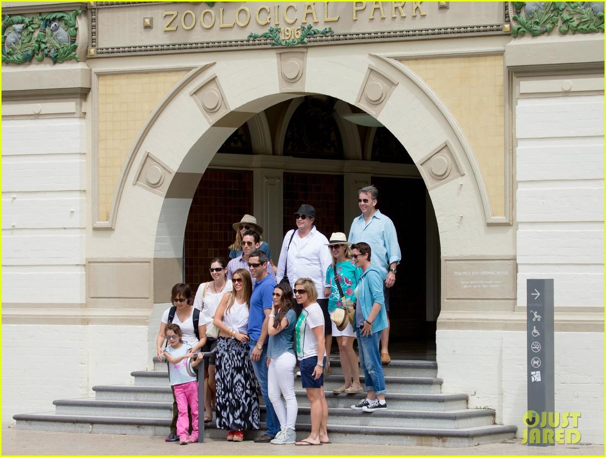 sofia vergara nick loeb sydney zoo trip with modern family co star 123059271
