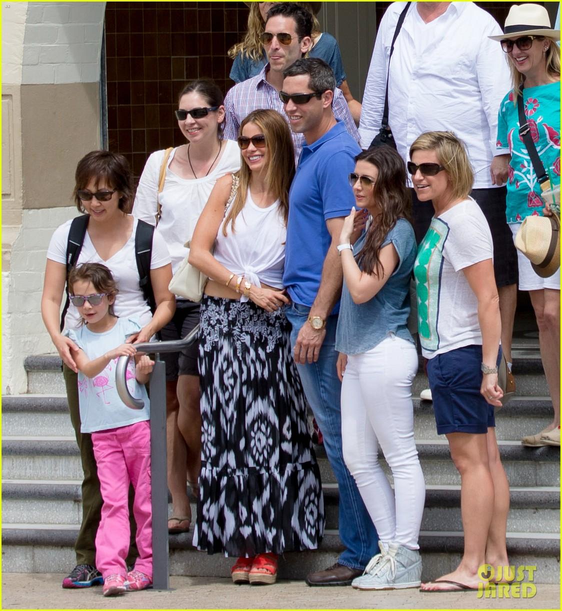 sofia vergara nick loeb sydney zoo trip with modern family co star 133059272