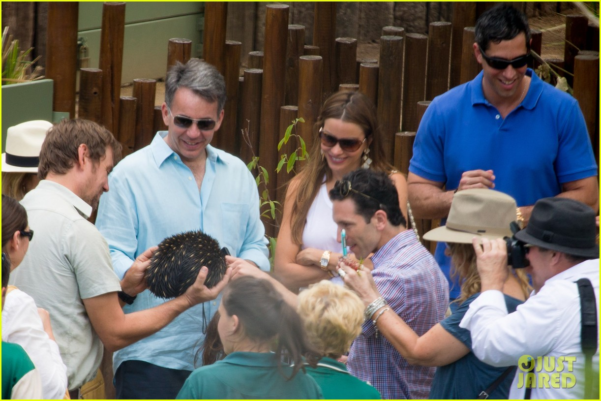 sofia vergara nick loeb sydney zoo trip with modern family co star 143059273