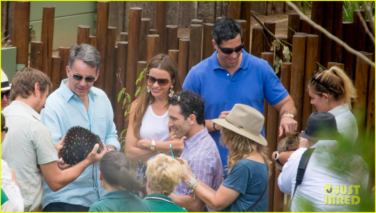 sofia vergara nick loeb sydney zoo trip with modern family co star 163059275