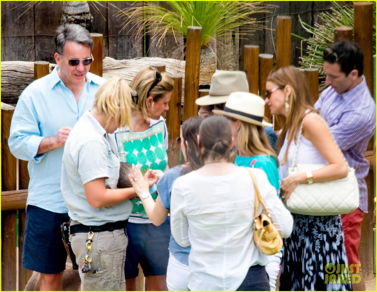 sofia vergara nick loeb sydney zoo trip with modern family co star 183059277
