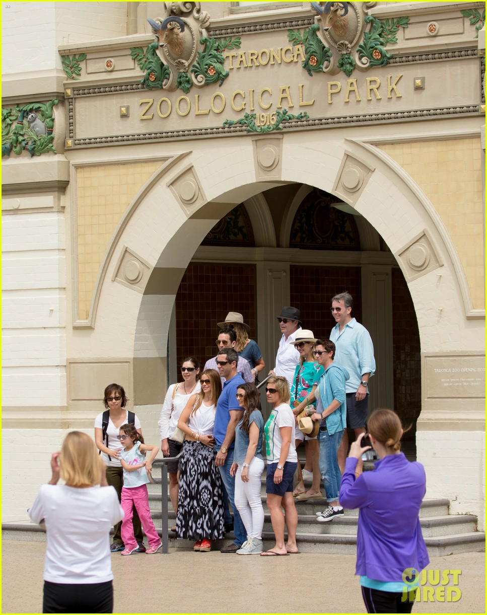 sofia vergara nick loeb sydney zoo trip with modern family co star 23