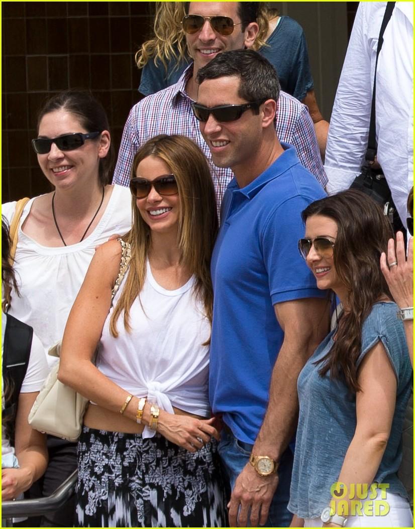 sofia vergara nick loeb sydney zoo trip with modern family co star 253059284
