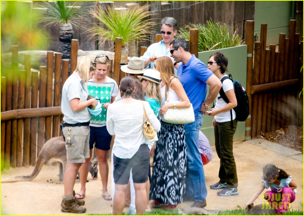 sofia vergara nick loeb sydney zoo trip with modern family co star 283059287