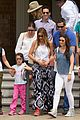 sofia vergara nick loeb sydney zoo trip with modern family co star 15