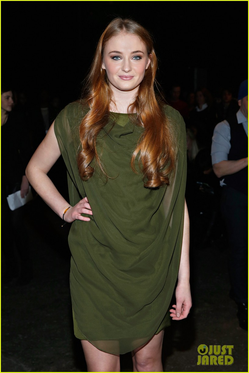sophie turner maisie williams game of thrones girls front row christian siriano 093050146