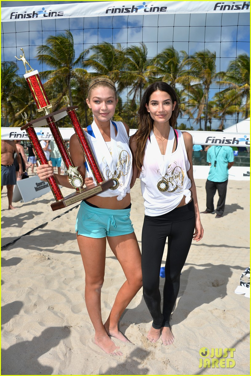 sports illustrated swimsuit models beach volleyball in miami 093057430
