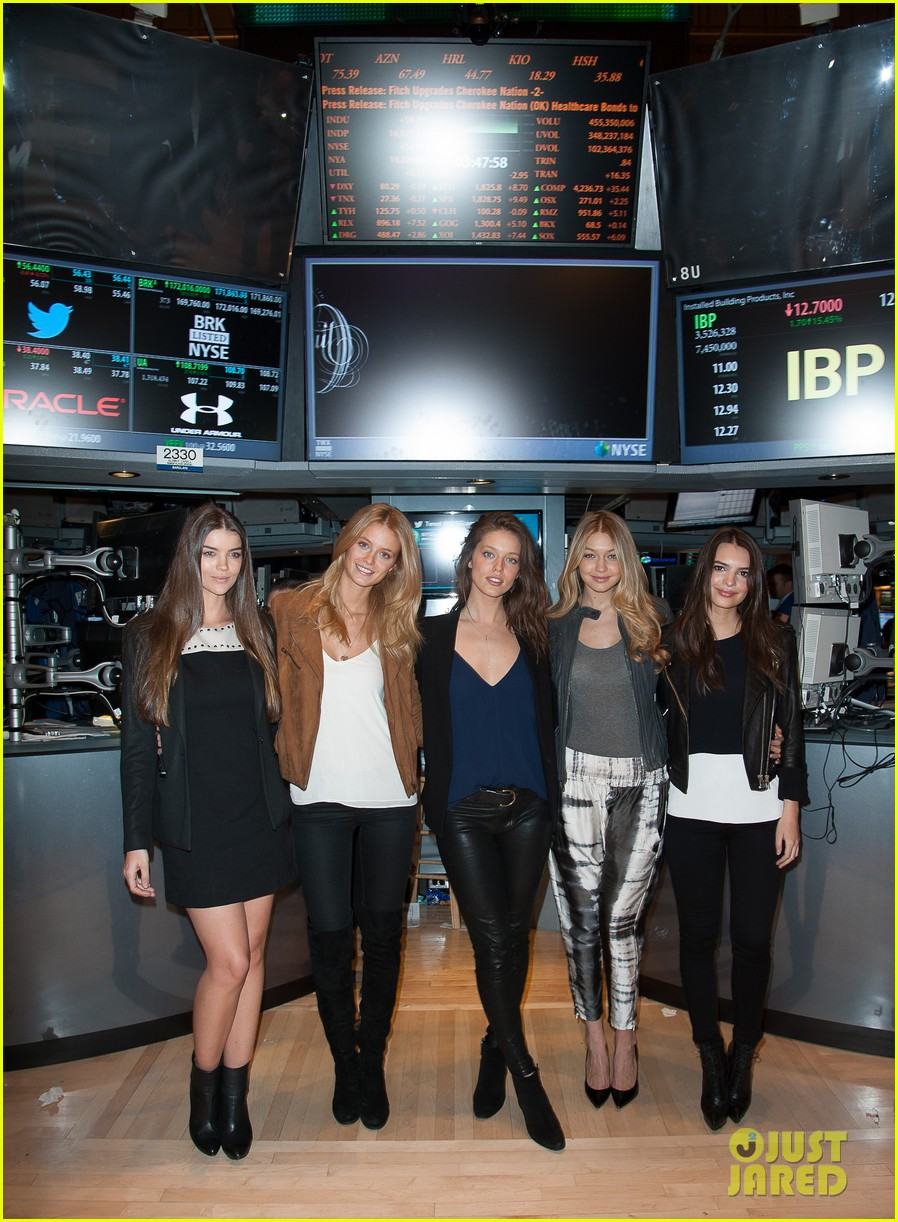 sports illustrated swimsuit models ring stock exchange bell 093053080