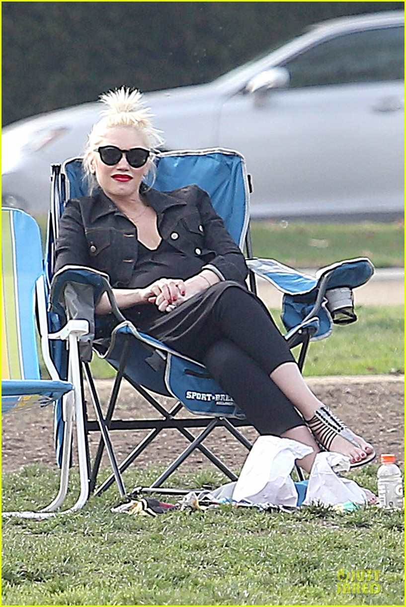 gwen stefani looks about ready to pop in brentwood 073055909