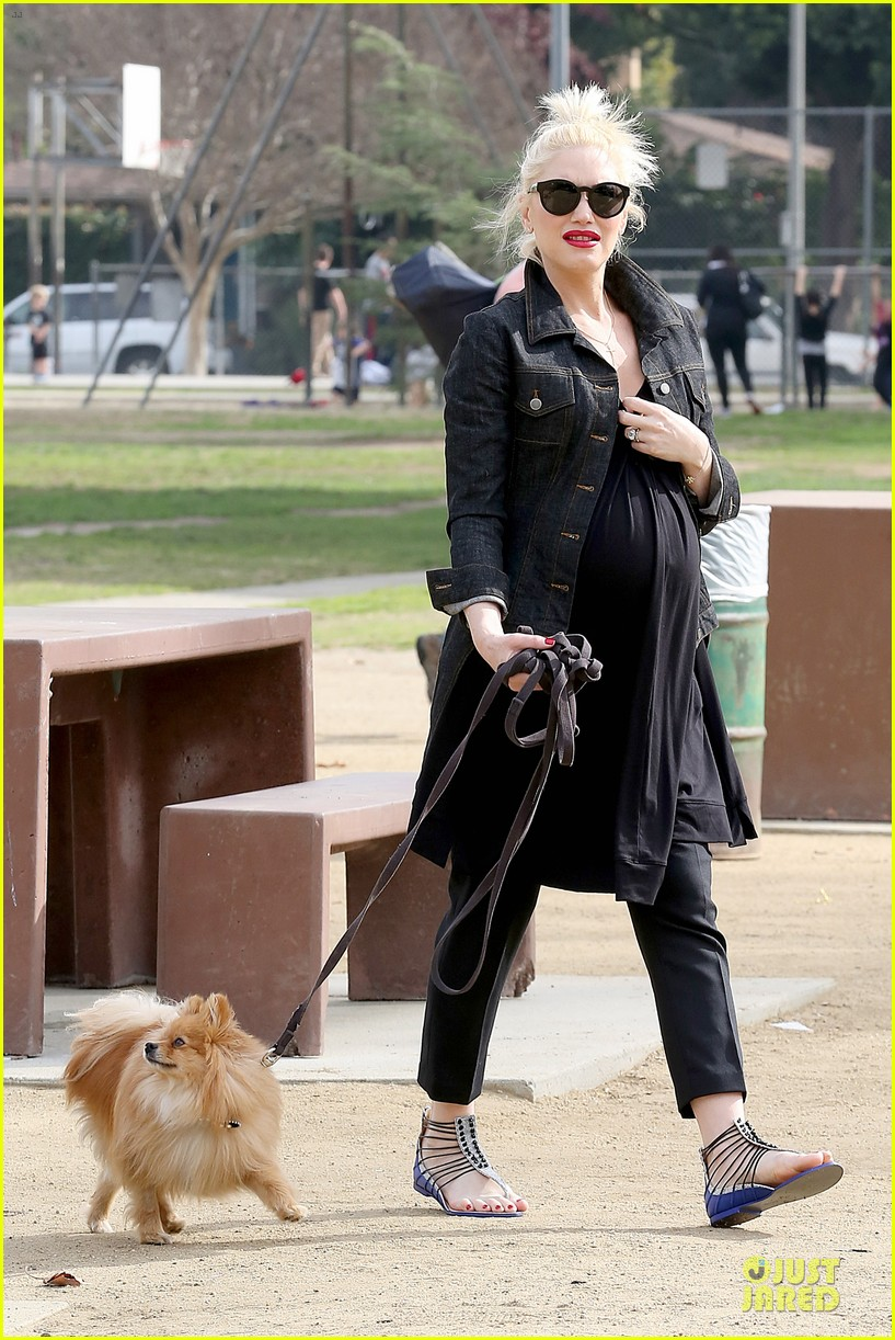 gwen stefani looks about ready to pop in brentwood 113055913