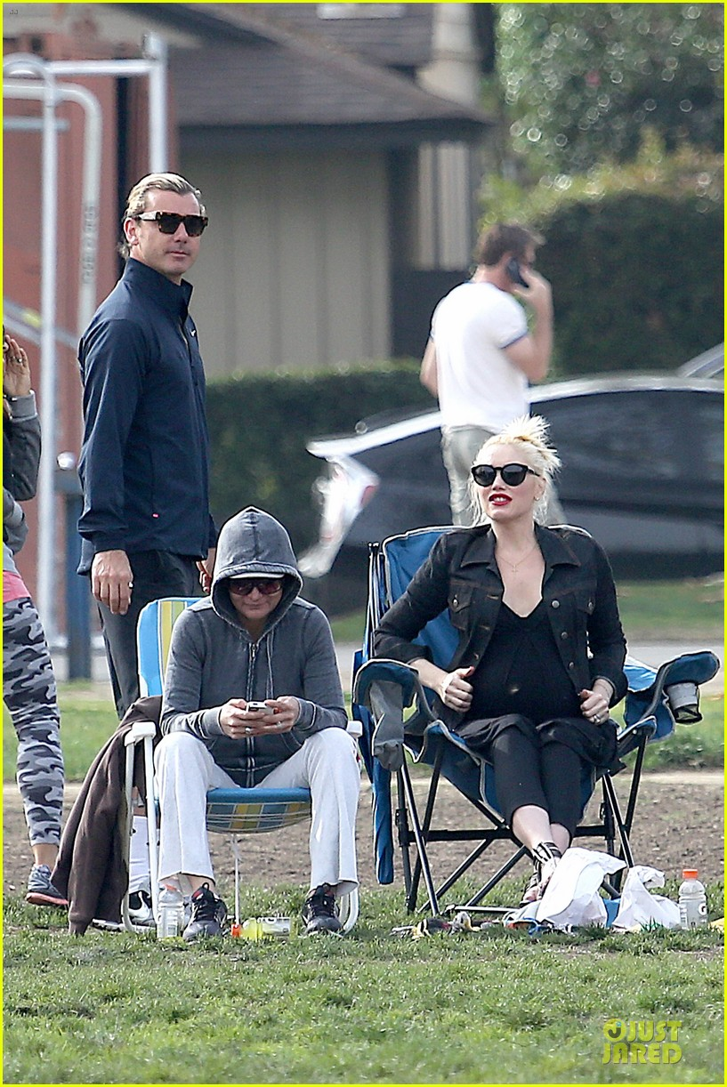 gwen stefani looks about ready to pop in brentwood 19