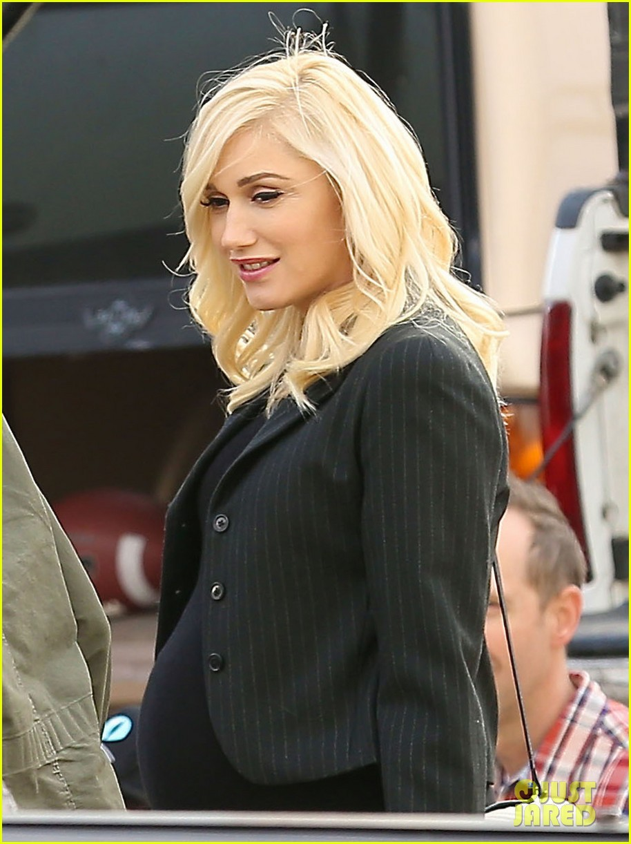 gwen stefani super bowl party with the family 063046944