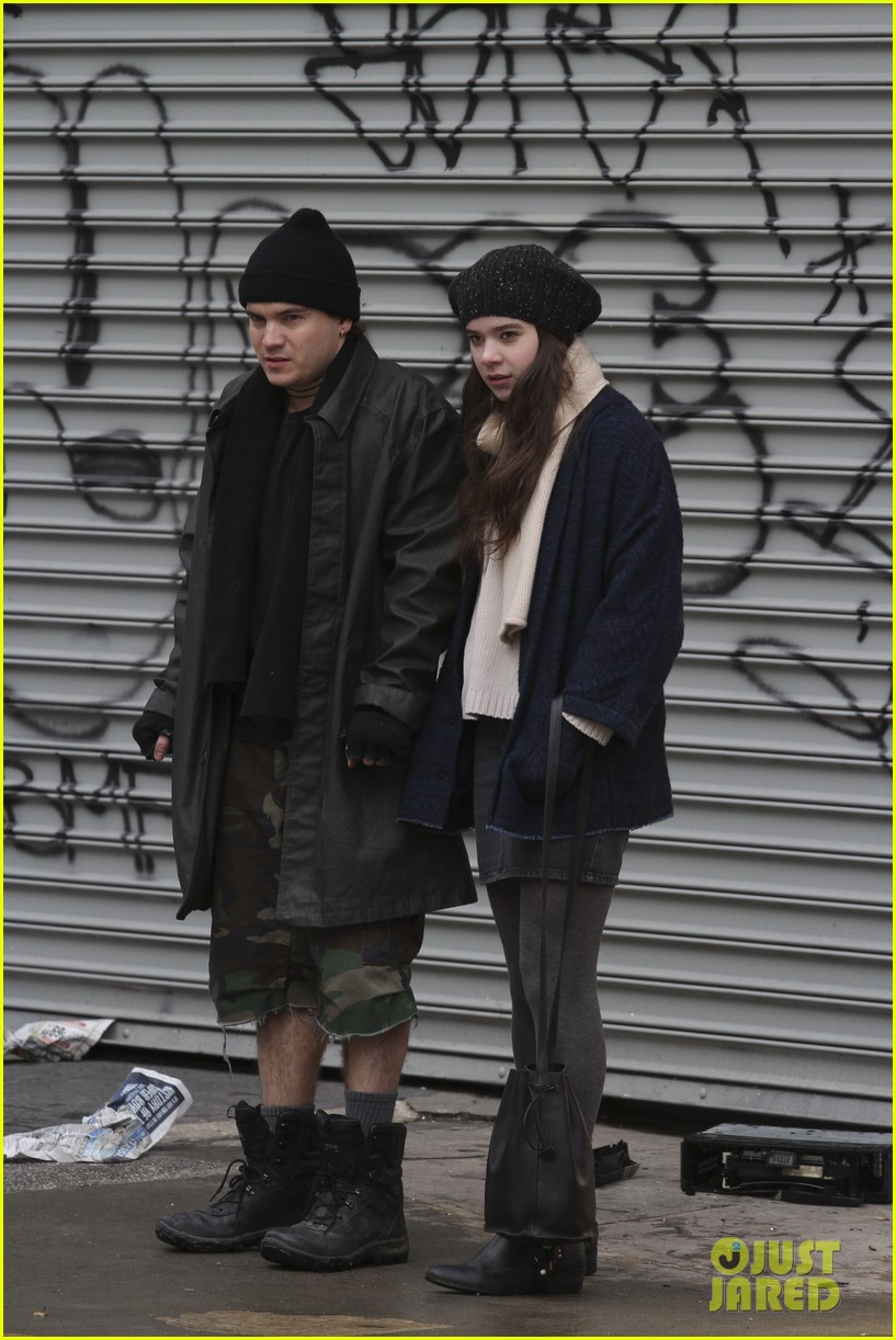 hailee steinfeld caught smoking dont worry its fake 013048153