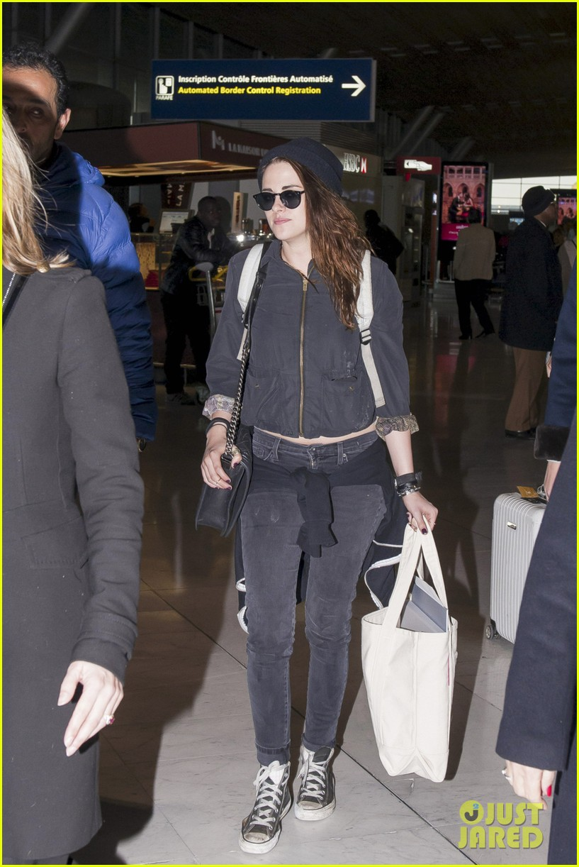 kristen stewart paris departure after meeting with karl lagerfeld 053047830