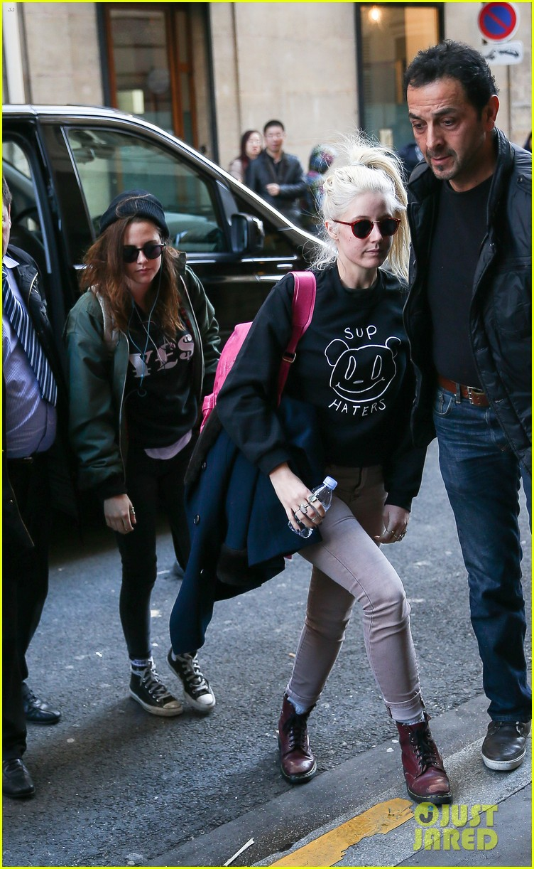 kristen stewart adds more layers after landing in paris 033046920