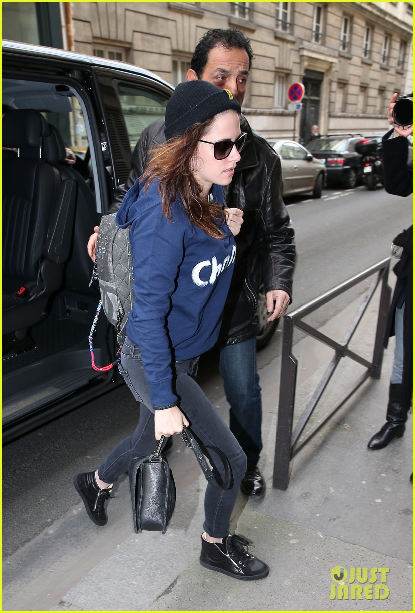 kristen stewart continues paris trip with another chanel stop 033047363