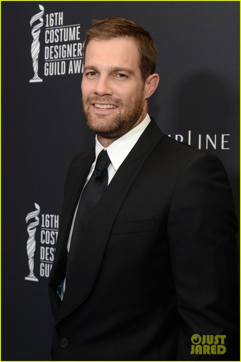 geoff stults parker young enlisted at cdg awards 2014 023059014