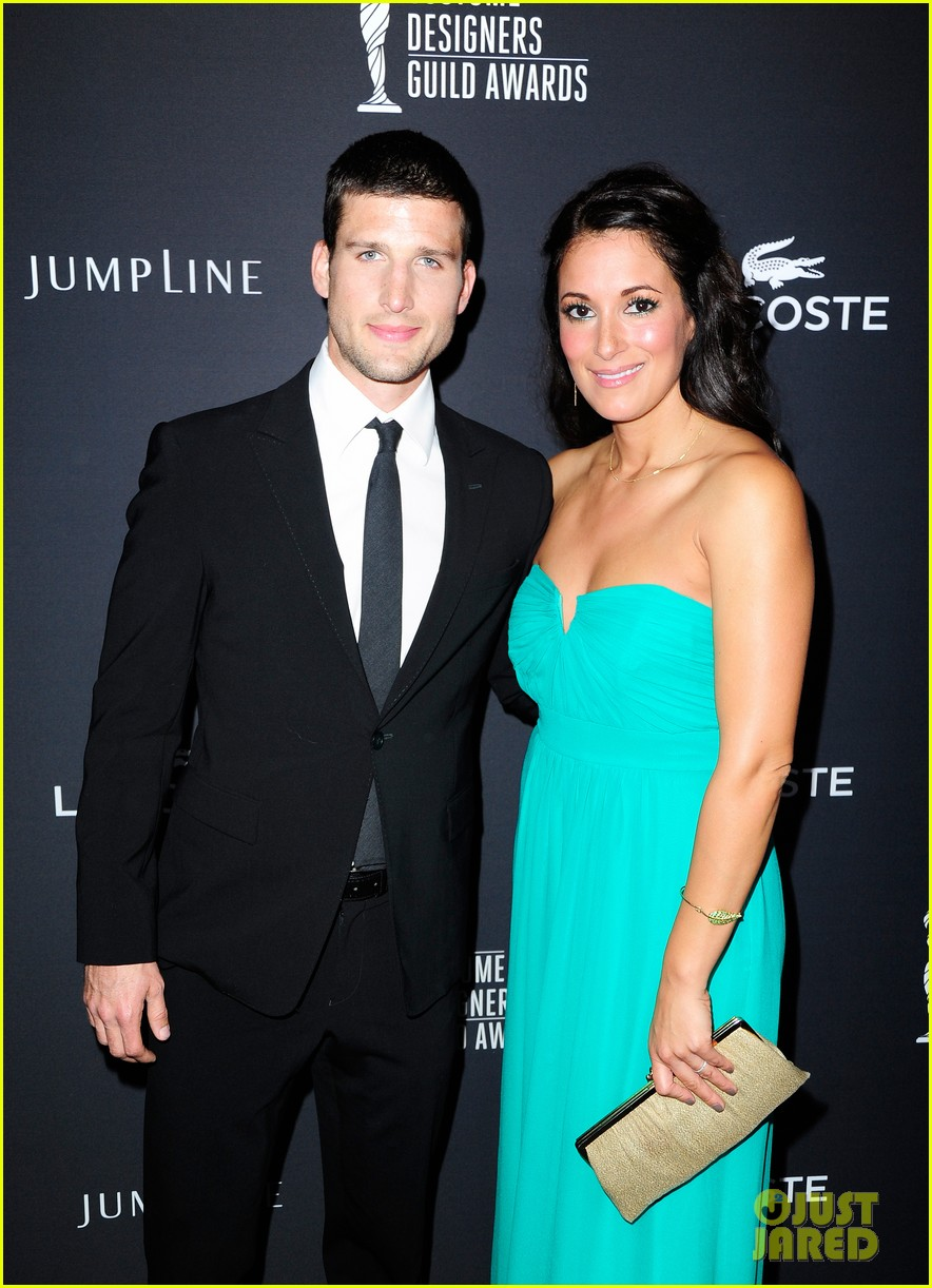 geoff stults parker young enlisted at cdg awards 2014 033059015