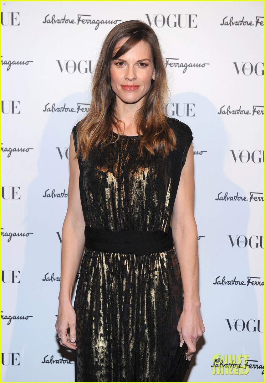 hilary swank switches up her look for ferragamo after party 043059806