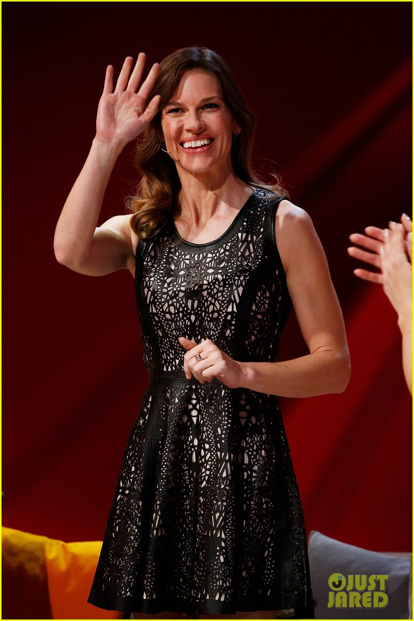 hilary swank waves to the crowd for german tv appearance 01