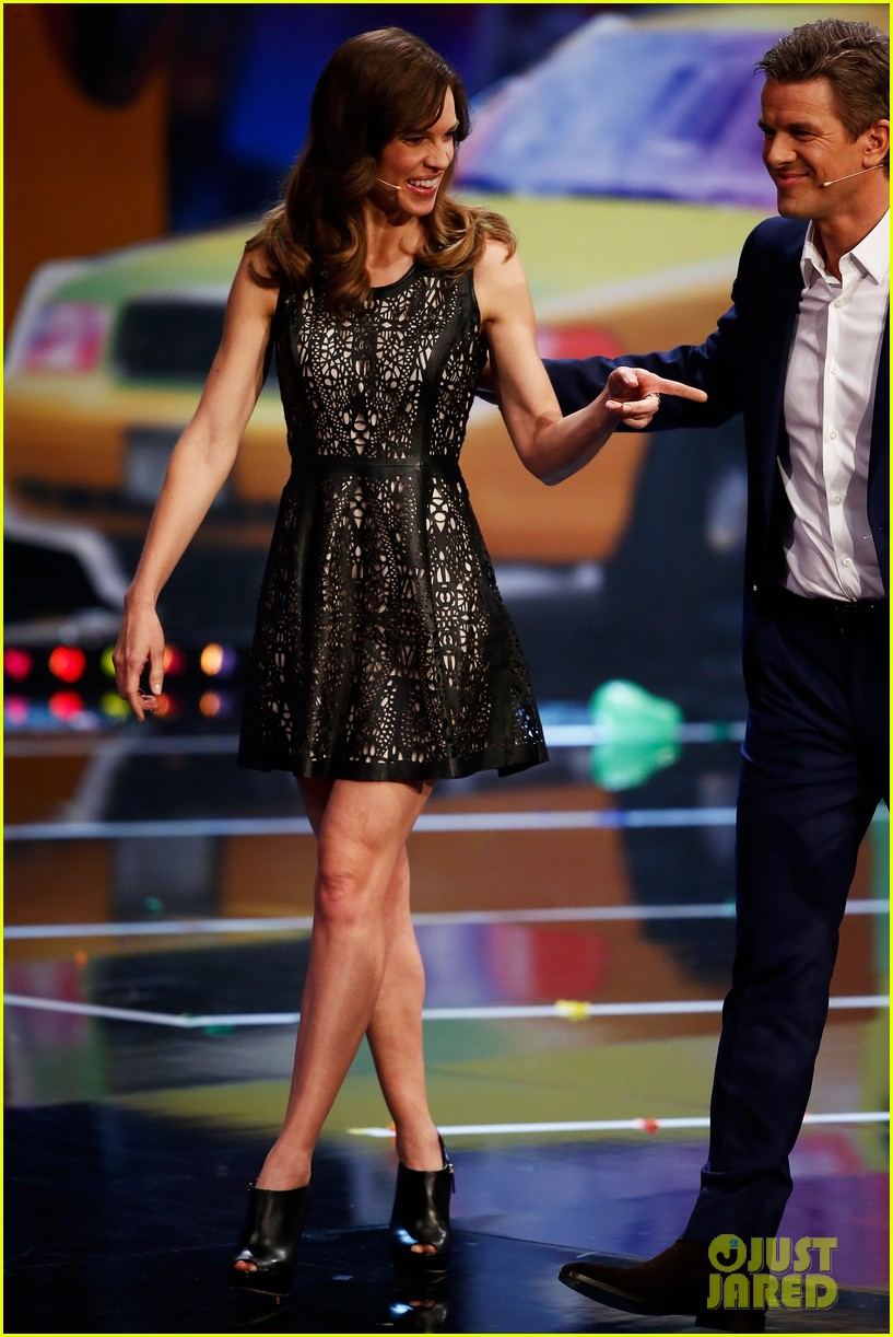 hilary swank waves to the crowd for german tv appearance 023058849
