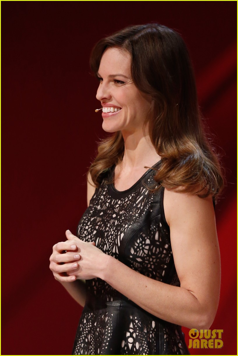 hilary swank waves to the crowd for german tv appearance 033058850