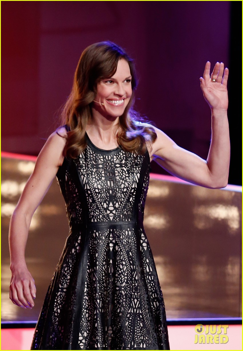 hilary swank waves to the crowd for german tv appearance 05