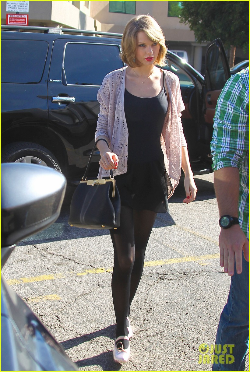 taylor swift brings her short hair to dance class 023052869